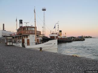 Helsinki Quais by Natalia Donets