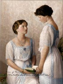 Olga and Tatiana Romanov___by_la_bella_devotchka-d38kxwg